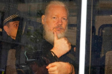 Julian Assange punto a favor